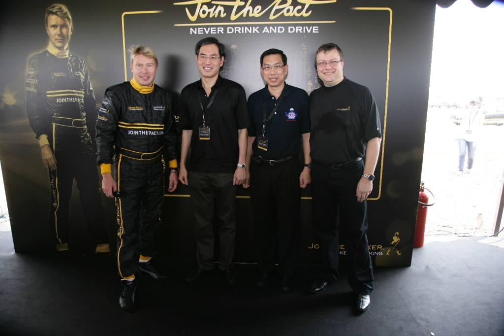 l-r-mika-hakkinen-guest-of-honor-alvin-yeo-traffic-police-commander-poh-lye-hin-and-chief-marketing-officer-diageo-asia-pacific-james-thompson