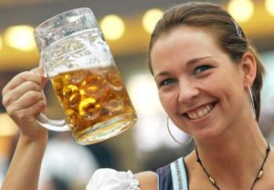 1308_beer_woman_g_381322g