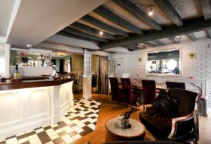 Oscar's-Lounge-&-Kitchen-in-Calverton
