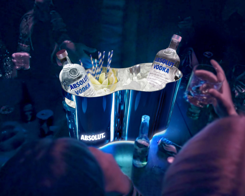 Absolut_Large Ice Bucket in Club Scene_5x4