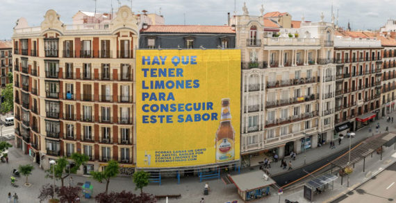Amstel Radler and Publips Serviceplan Get Passers by Guessing with Billboard Made of 14,000 Lemons in Madrid
